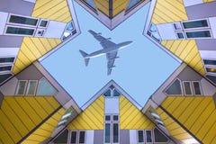 Vuelo plano sobre las casas cúbicas en Rotterdam Fotografía de archivo