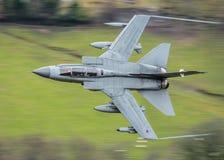 Vuelo rápido del avión de combate Imágenes de archivo libres de regalías