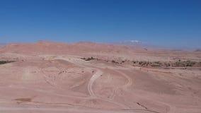 Vuelo sobre AIT-Ben-Haddou en Marruecos con el abejón - la UNESCO AIT-Ben-Haddou desde arriba almacen de metraje de vídeo