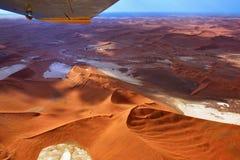 Vuelo sobre el desierto de Namib Foto de archivo libre de regalías