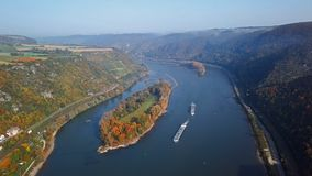 Vuelo sobre el valle del Rin cerca de Bacharach almacen de video