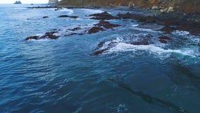 Vuelo sobre la costa en Tenerife almacen de metraje de vídeo