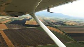 Vuelo sobre la opinión del campo del avión de la carlinga