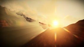 Vuelo sobre los picos de montaña y el agua, niebla de la mañana