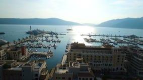 Vuelo sobre Oporto Montenegro almacen de video