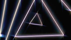 Vuelo a través de los triángulos de neón giratorios que brillan intensamente en un túnel, espectro violeta rosado rojo, lazo inco libre illustration