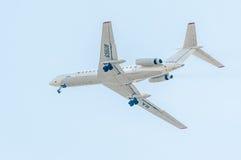 Vuelo Tu-134 de la compañía de Utair Imagenes de archivo