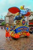 Vuelos de Disney del desfile de la fantasía en Disneyland, Hong-Kong imagen de archivo