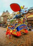 Vuelos de Disney del desfile de la fantasía en Disneyland, Hong-Kong fotos de archivo libres de regalías