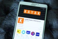 vuelos del kajak, hoteles, coches que reservan el app móvil foto de archivo libre de regalías