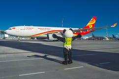 Vuelos Hainan Airlines de la reunión del aniversario 10 años de vuelos al aeropuerto Pulokovo Rusia St Petersburg julio Foto de archivo