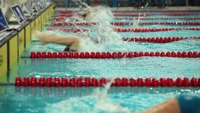 Vuelta de la natación del estilo libre