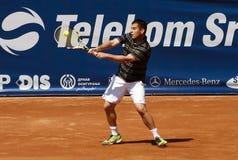 Vuelta del jugador de tenis una bola Imagen de archivo libre de regalías