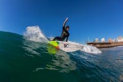 Vuelta del primer de la foto del agua que practica surf Fotos de archivo libres de regalías