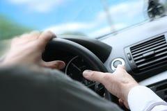 Vuelta rápida/conducción de un coche Imagen de archivo libre de regalías