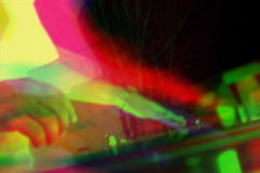 Vueltas de DJ con interferencias y el malfuncionamiento del RGB almacen de video
