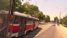 Vueltas de la tranvía a la derecha almacen de metraje de vídeo