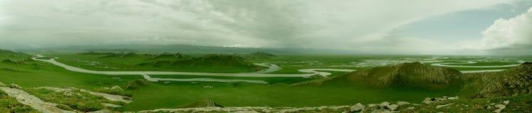 Vueltas del río nueve de Bayanbulak y dieciocho curvas Imágenes de archivo libres de regalías