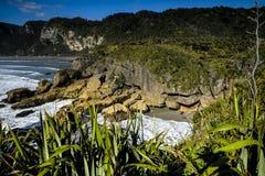 Vues côtières et roches du Nouvelle-Zélande d Y Photo libre de droits