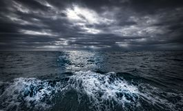 Vues côtières et roches du Nouvelle-Zélande d Y Image libre de droits