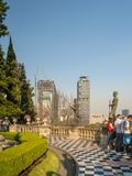 Vues coloniales de château de Chapultepec de Mexico, colline, parc, bâtiments Image libre de droits