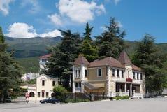 Vues criméennes avec la maison dans le style du château Image stock