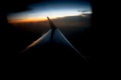 Vues dans un avion un beau jour au coucher du soleil image libre de droits