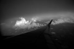 Vues dans un avion un beau jour au coucher du soleil photo stock
