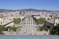 Vues de Barcelone avec le ` Espanya de Plaça d et la fontaine magique de Montjuïc Images libres de droits