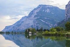 Vues de carte postale du lac alpin Tolbino de paysage dans la région de Trentino Photos libres de droits
