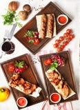 Vues de chiches-kebabs de différents types supérieurs ci-dessus, restaurant images stock