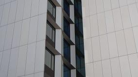 Vues de façade d'un hôtel moderne banque de vidéos