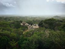 Vues de jungle des ruines d'Ekbalam photographie stock