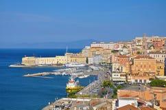 Vues de la marina et de la ville de Gaeta au soleil Photo libre de droits