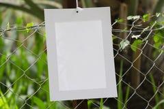 Vues de la pose de papier peint dans la barrière des fermes de fourrage photo stock
