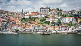 Vues de la rivière Douro et des bâtiments de Porto image stock
