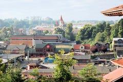 Vues de Puerto Varas, Chili avec l'église Images libres de droits