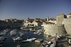 Vues de vieille marina de ville de dubrovnik, Croatie Image libre de droits