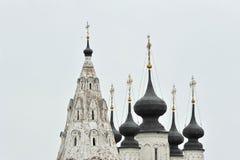 Vues de vieilles maisons et églises photos libres de droits