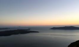 Vues des montagnes, de la mer et du coucher du soleil Photo libre de droits