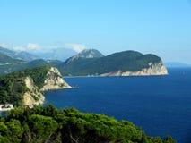 Vues des montagnes et de la mer Images stock