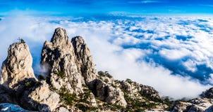 Vues des montagnes et des nuages AI-Pétri Images libres de droits