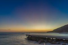 Vues du Curaçao de plage de coucher du soleil de pilier de Porto Mari photographie stock