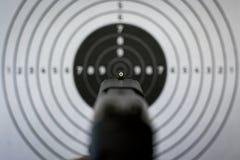 Vues et cible de pistolet photo stock