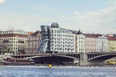 Vues et tours de bord de mer dansant la Chambre avec le Vltava Photographie stock libre de droits