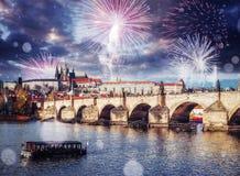 Vues fantastiques de Charles Bridge La beauté le ciel LA CZ photos stock