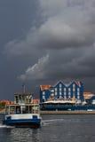 Vues foncées autour de Punda - ferry Images stock