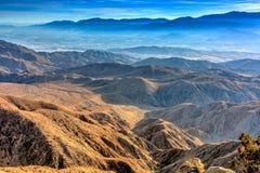 Vues hautes élevées des chaînes de montagne de cascade image libre de droits