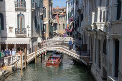 Vues le long d'un canal à Venise images stock