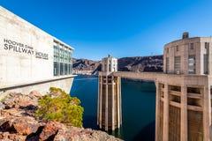 Vues le long du dessus du barrage de Hoover image libre de droits